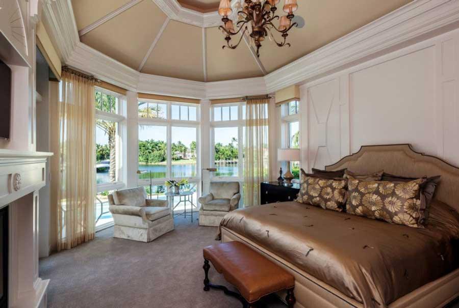 اتاق خواب سلطنتی با تخت خواب پارچه ای