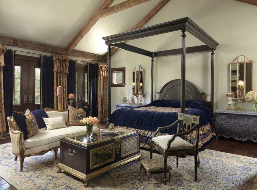 اتاق خواب سلطنتی با مبلمان و تخت آنتیک چوبی