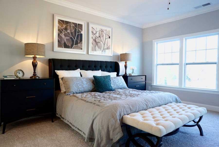 اتاق خواب سلطنتی با تخت خواب و پاف لمسه دار