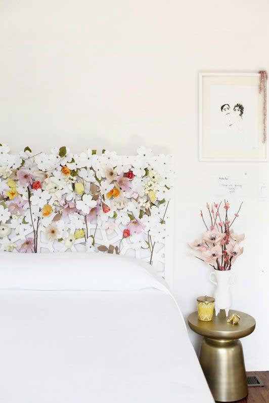 تاج تخت خواب با گل های زیبا
