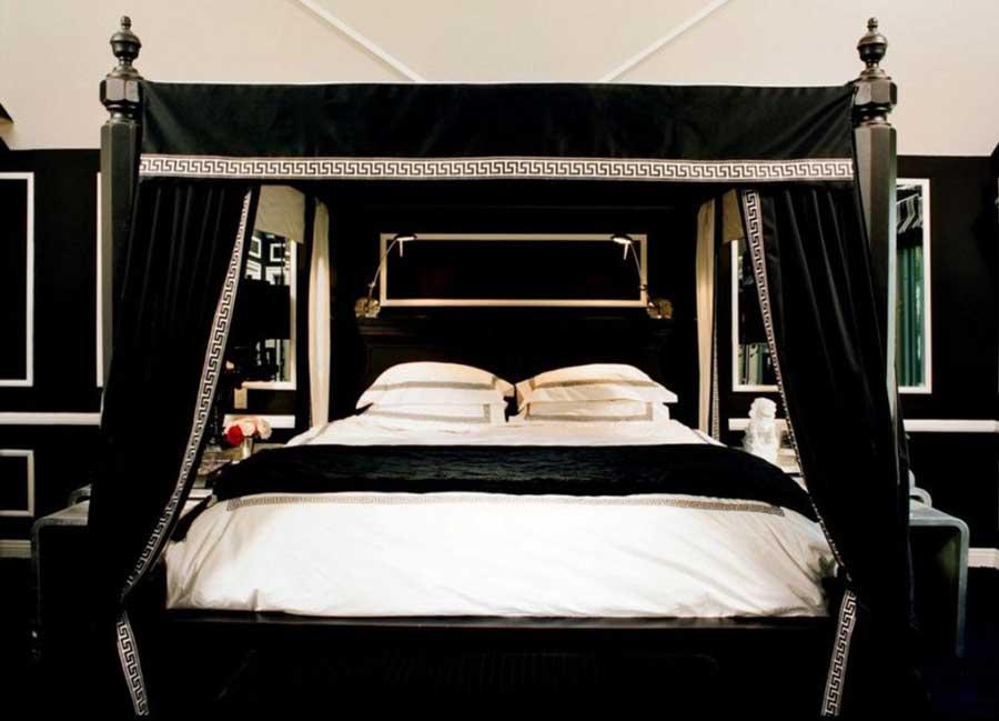 اتاق خواب سلطنتی با تخت خواب با آسمانه پارچه ای مشکی