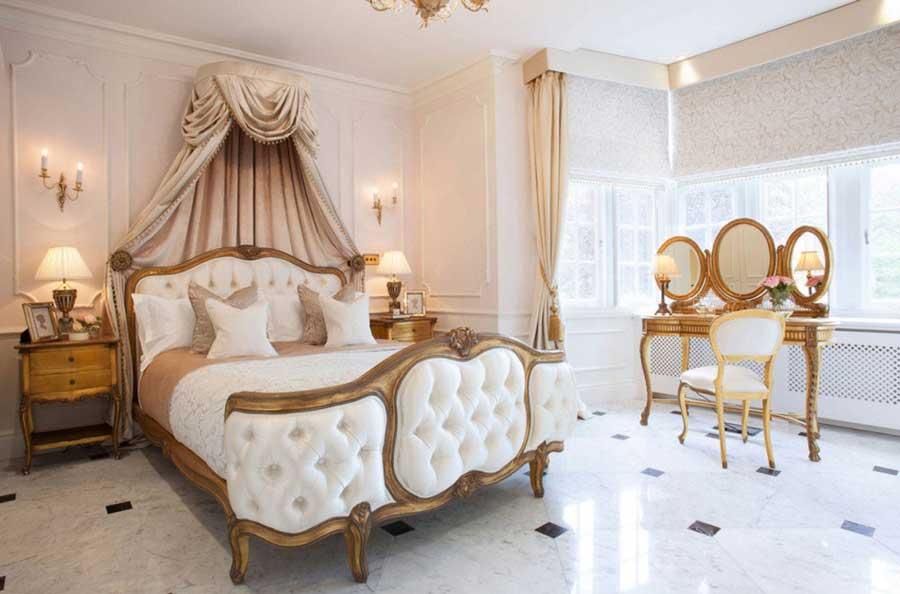 اتاق خواب سلطنتی با تخت خواب لمسه دوزی شده آنتیک