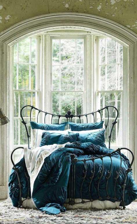 تخت خواب فرفورژه فلزی با طرح کلاسیک و فانتزی