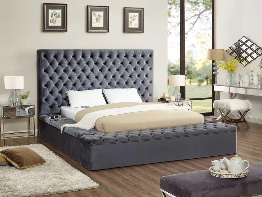 تخت خواب چستر با تاج و بدنه های لمسه دوزی شده