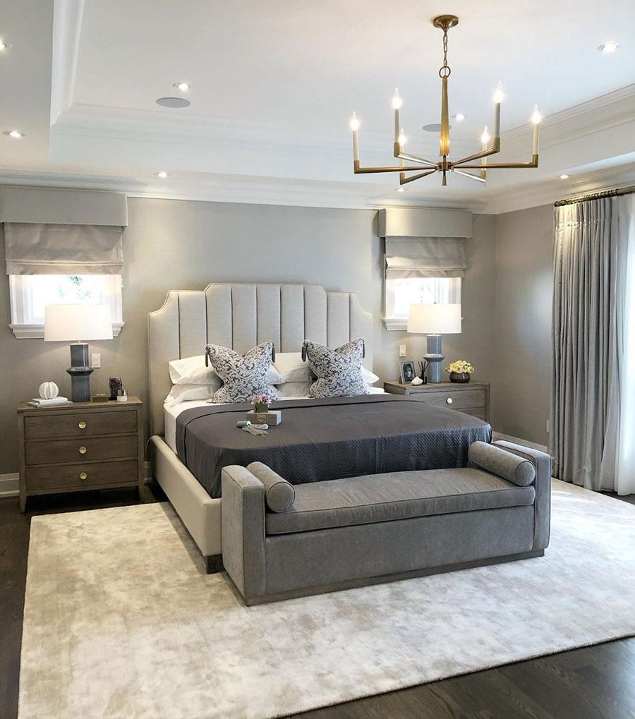استفاده از ترکیب رنگ های خنثی در طراحی دکوراسیون اتاق خواب و استفاده از تخت خواب لمسه کوبی شده چرمی